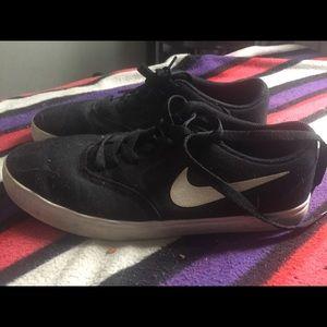 Nike skateboard checks black white tick